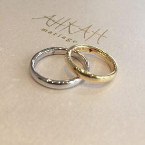 指輪の内側には シークレットストーン